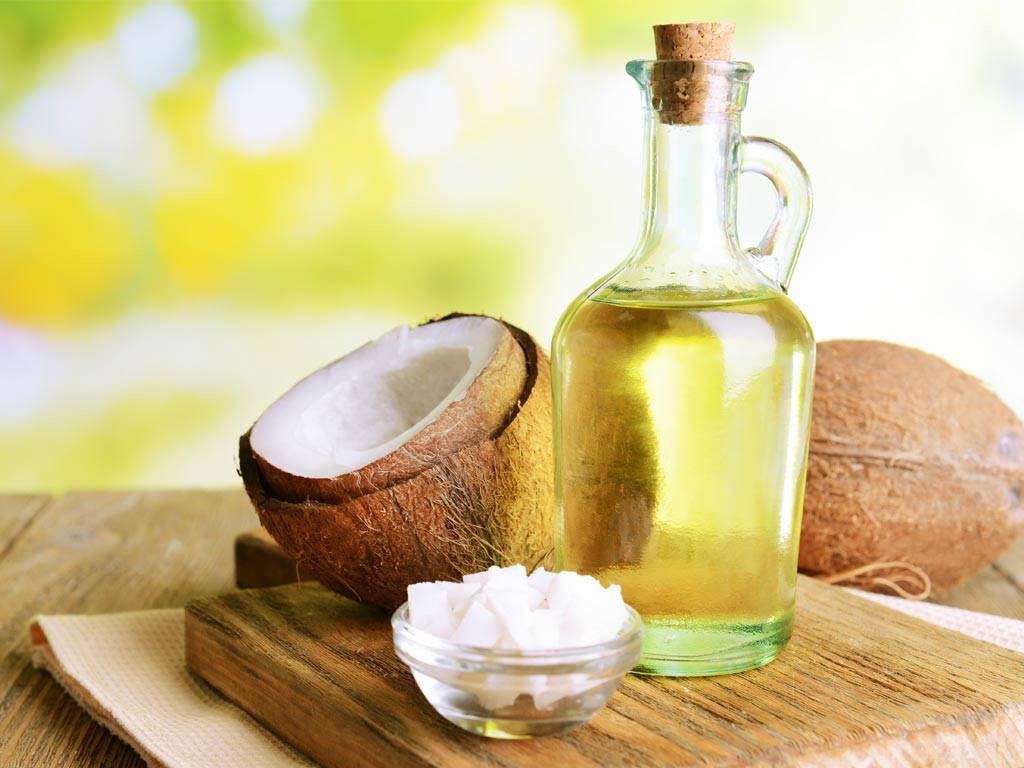 Cách trị bệnh chàm môi bằng dầu dừa