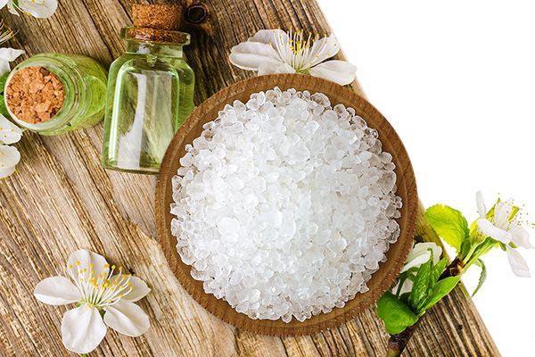 Dầu dừa, muối và đường trị rạn da sau sinh