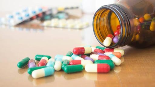 Căn do ho lâu ngày uống kháng sinh không khỏi