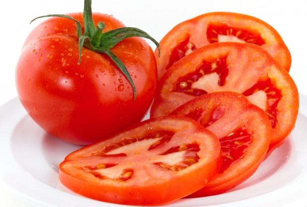 Dùng cà chua để ngăn ria mép ở nữ mọc nhanh