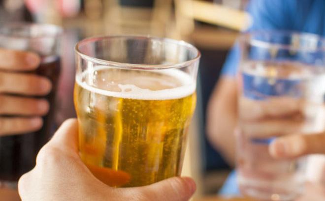 hạn chế uống bia để giảm mỡ