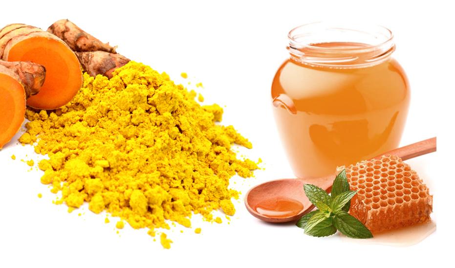 Kết hợp mật ong cũng như bột nghệ