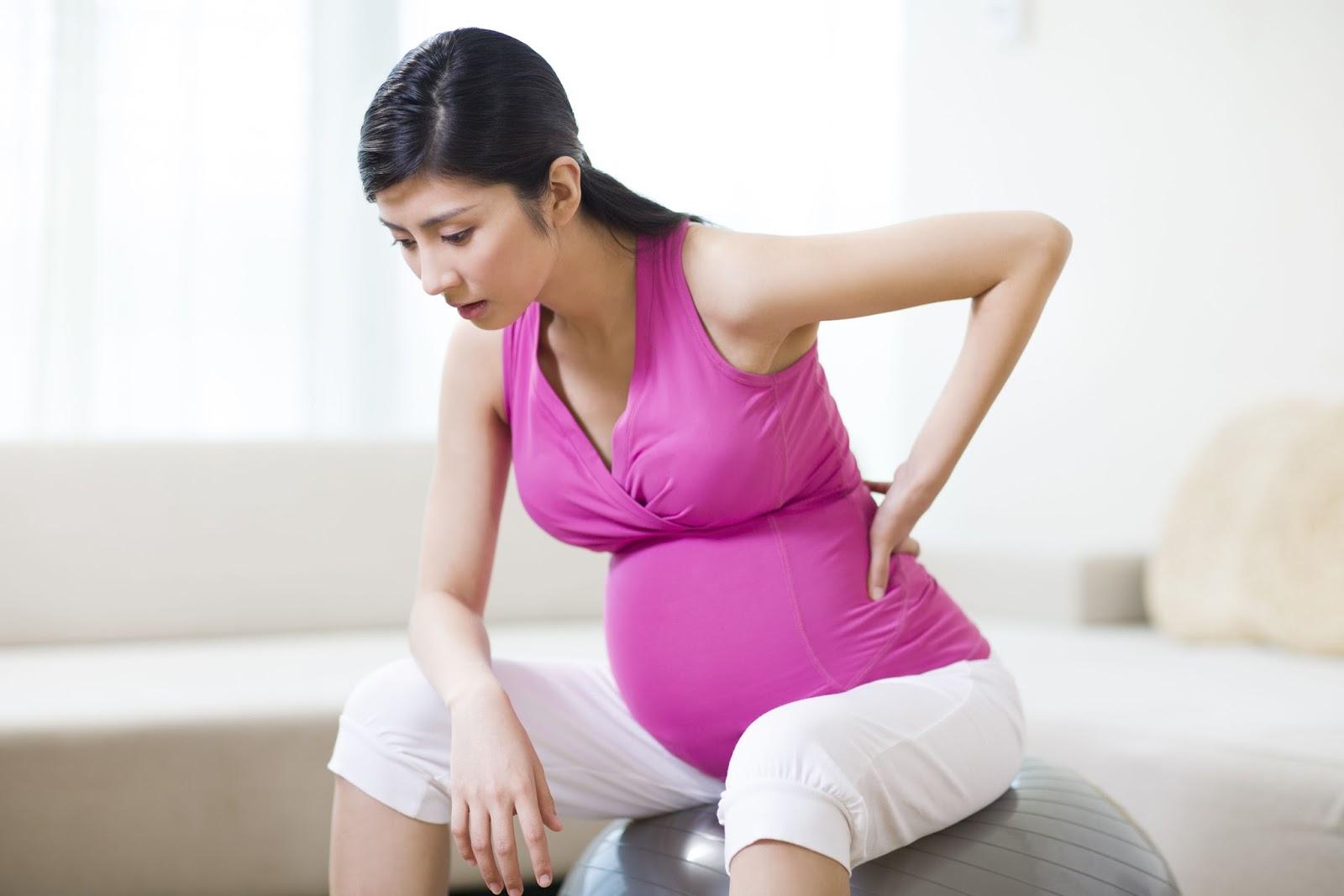 Bà bầu bị đau lưng có nên đấm lưng