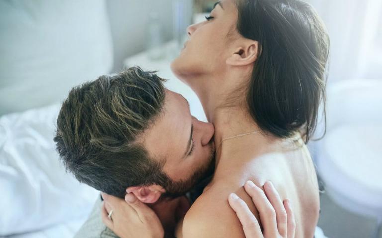Đàn ông thích hôn chỗ nào nhất