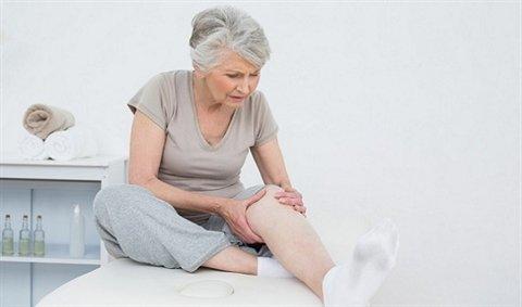 Đau nhức xương khớp ở người già có nguy hiểm không