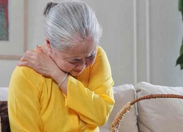 Nhận biết đau nhức xương khớp ở người già