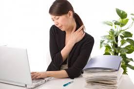 Nguyên nhân khác gây ra đau mỏi vai gáy ở người trẻ