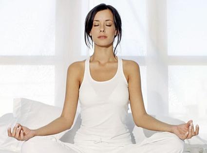 Ngồi thiền giúp bớt đau vai gáy