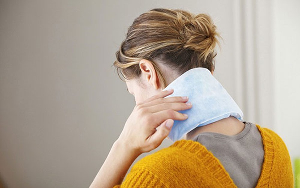 Cách trị đau vai gáy bằng chườn lạnh