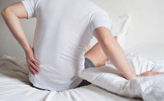 Tại sao bị đau lưng khi ngủ dậy?