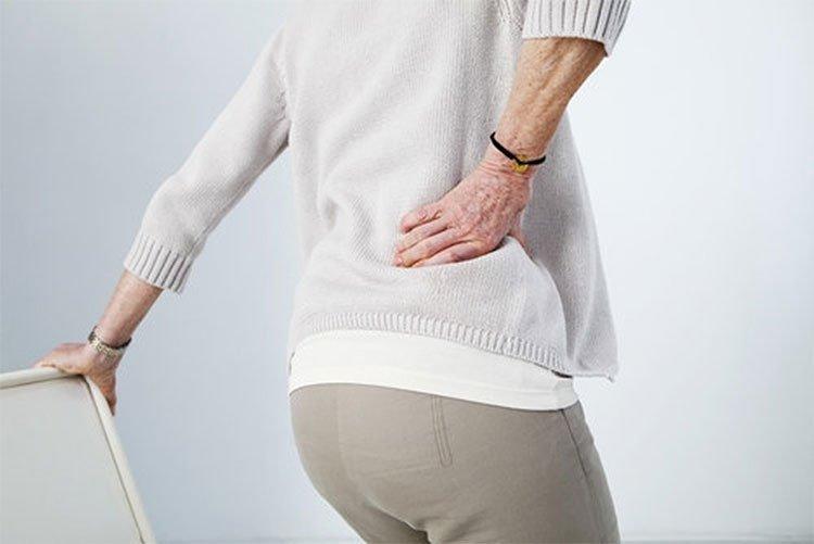 Biểu hiện bệnh đau lưng ở người già