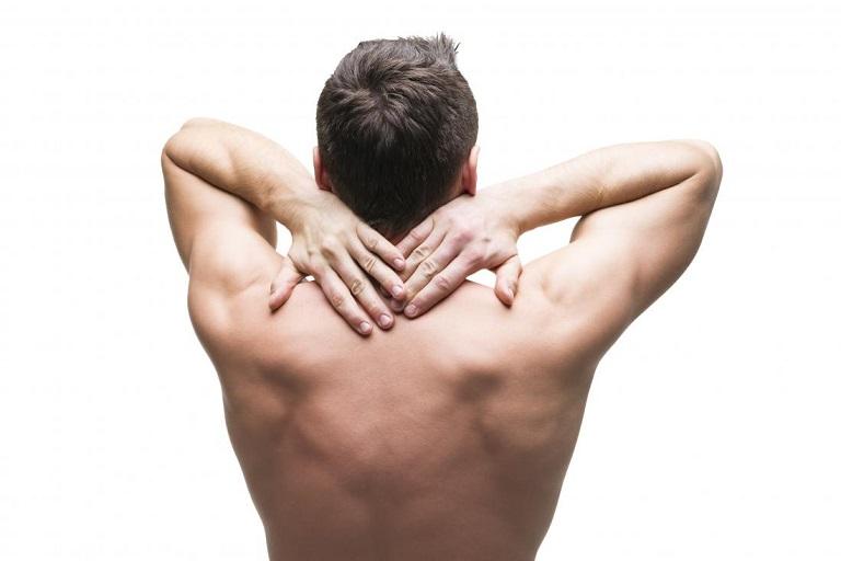 đau lưng trên bên trái rất khó thở
