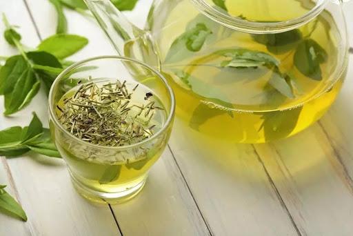 Bị đau lưng nên uống trà xanh
