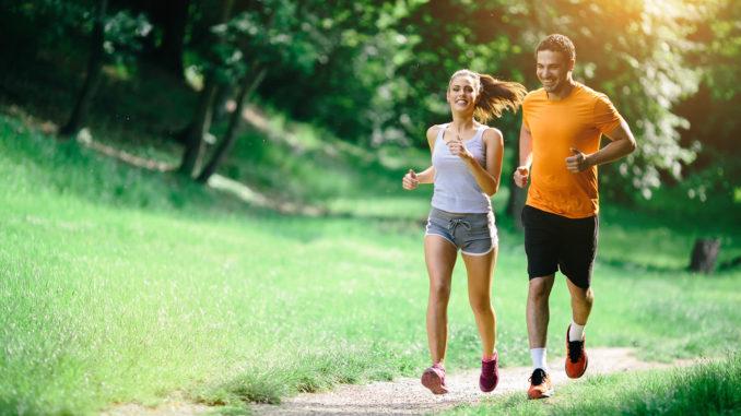 đau lưng có đi bộ và chạy bộ được không