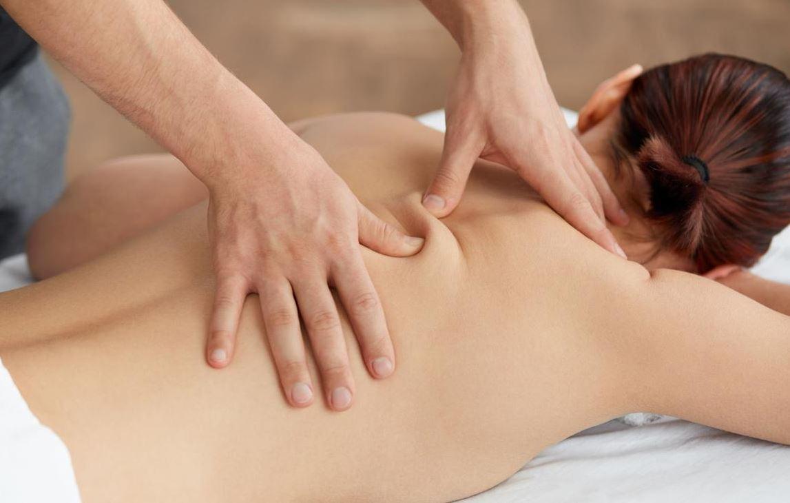 Bấm huyệt chữa trị đau lưng có tác dụng gì