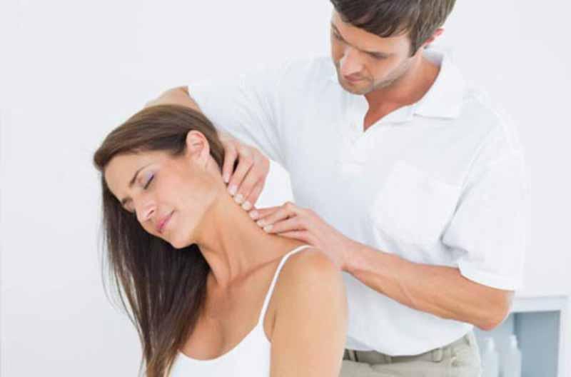 cách xoa bóp điều trị đau vai gáy