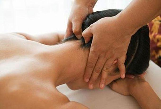 Cách bấm huyệt chữa đau vay gáy