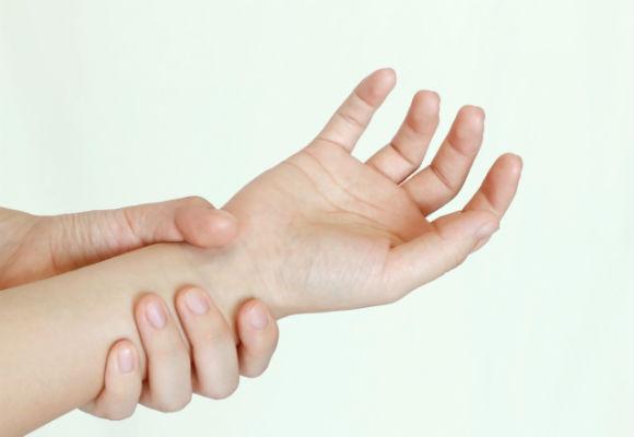 Giai đoạn phát triển của bệnh viêm khớp cổ tay là gì
