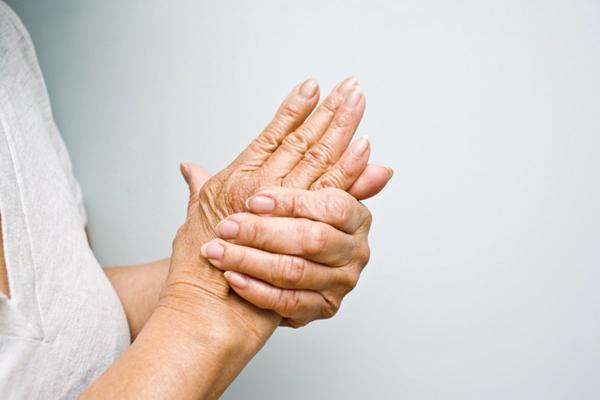 Chẩn đoán và điều trị đầu ngón tay mắc tê đau như kim châm