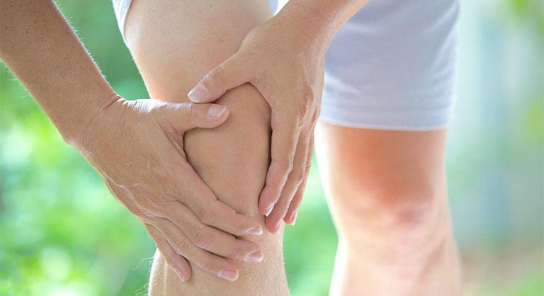 xử lý tình trạng đau đầu gối khi ngồi xổm