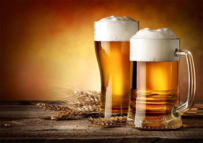 Chữa gàu bằng cách gội đầu bằng bia thông thường