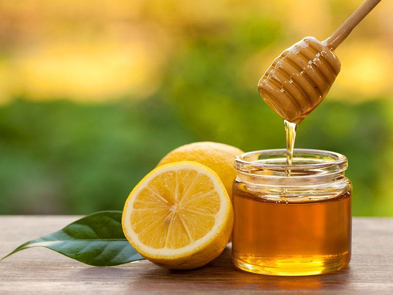 Giảm ngứa da đầu bằng chanh và mật ong