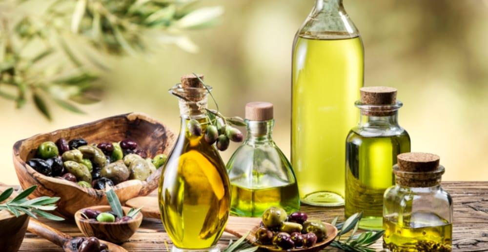 dùng dầu oliu trị gàu