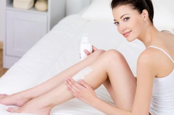 Cách tẩy lông chân bằng sữa tắm