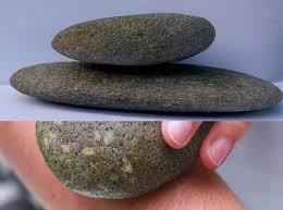Cách làm rụng lông chân với đá cuội