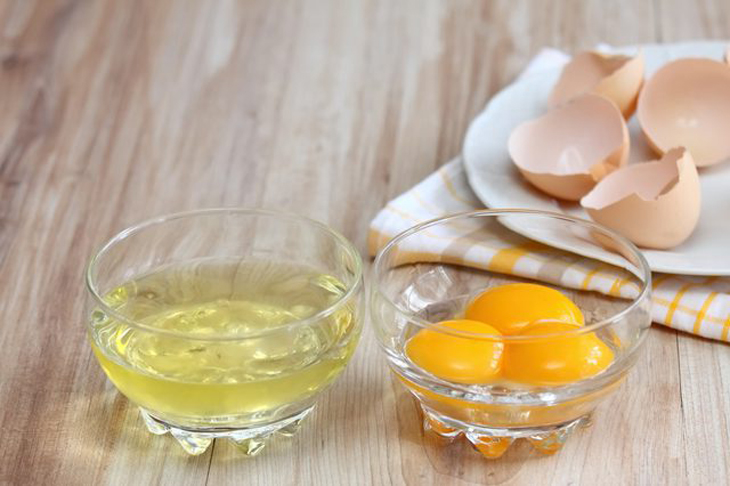 Tẩy râu cho nữ bằng lòng trắng trứng