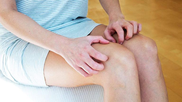 Bà bầu bị nổi mẩn ngứa ở chân là bệnh gì