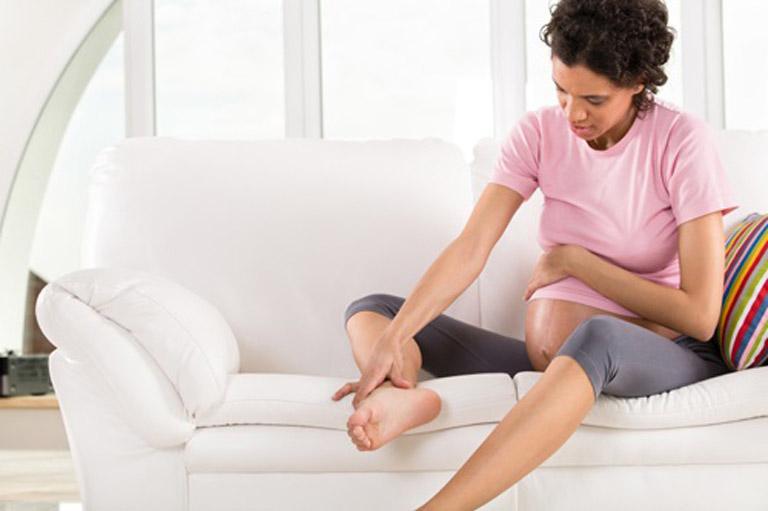Cách trị chứng trạng bà bầu bị nổi mẩn đỏ ở chân