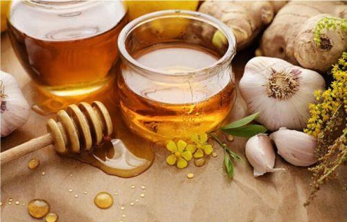 Chữa hắc lào bằng tỏi ngâm mật ong