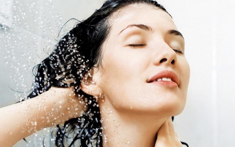 dùng dầu gội trị nấm da đầu đúng cách