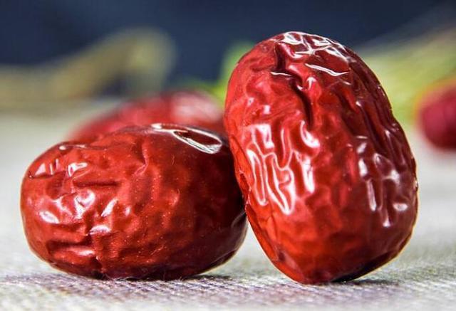 Táo đỏ khô có công dụng tốt cho tim mạch