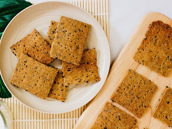 Cách làm bánh eat clean mè đen thơm ngon