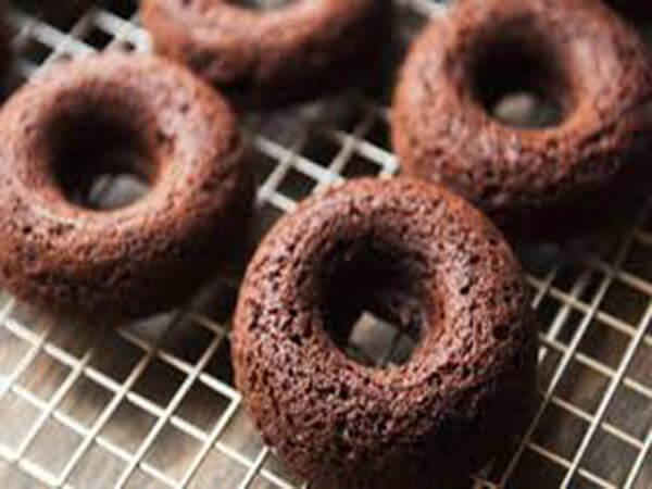 Nướng bánh donut socola