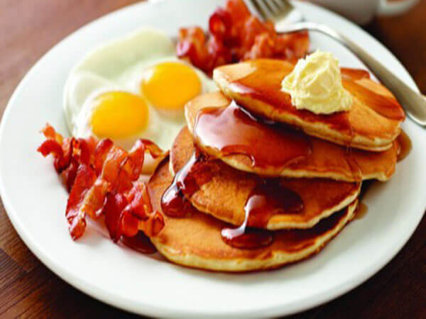Thưởng thức bánh pancake yến mạch