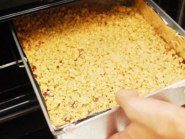 Nướng bánh ngũ cốc mứt dâu