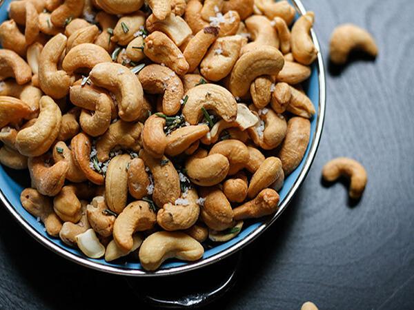 Nguyên liệu làm bánh hạt dinh dưỡng hạnh nhân