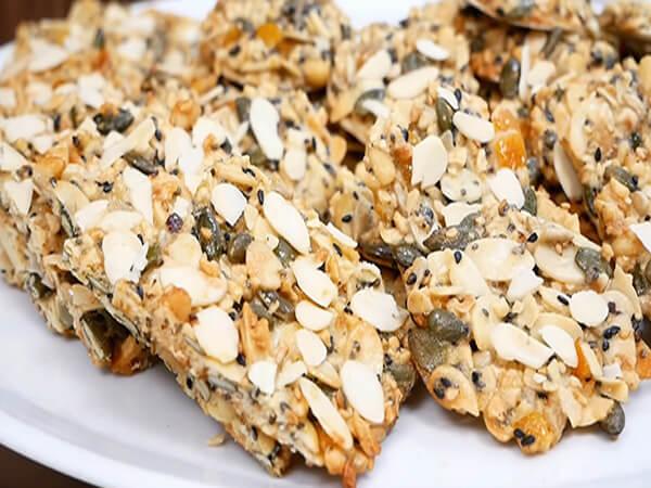 Nướng bánh hạt dinh dưỡng nạnh nhân