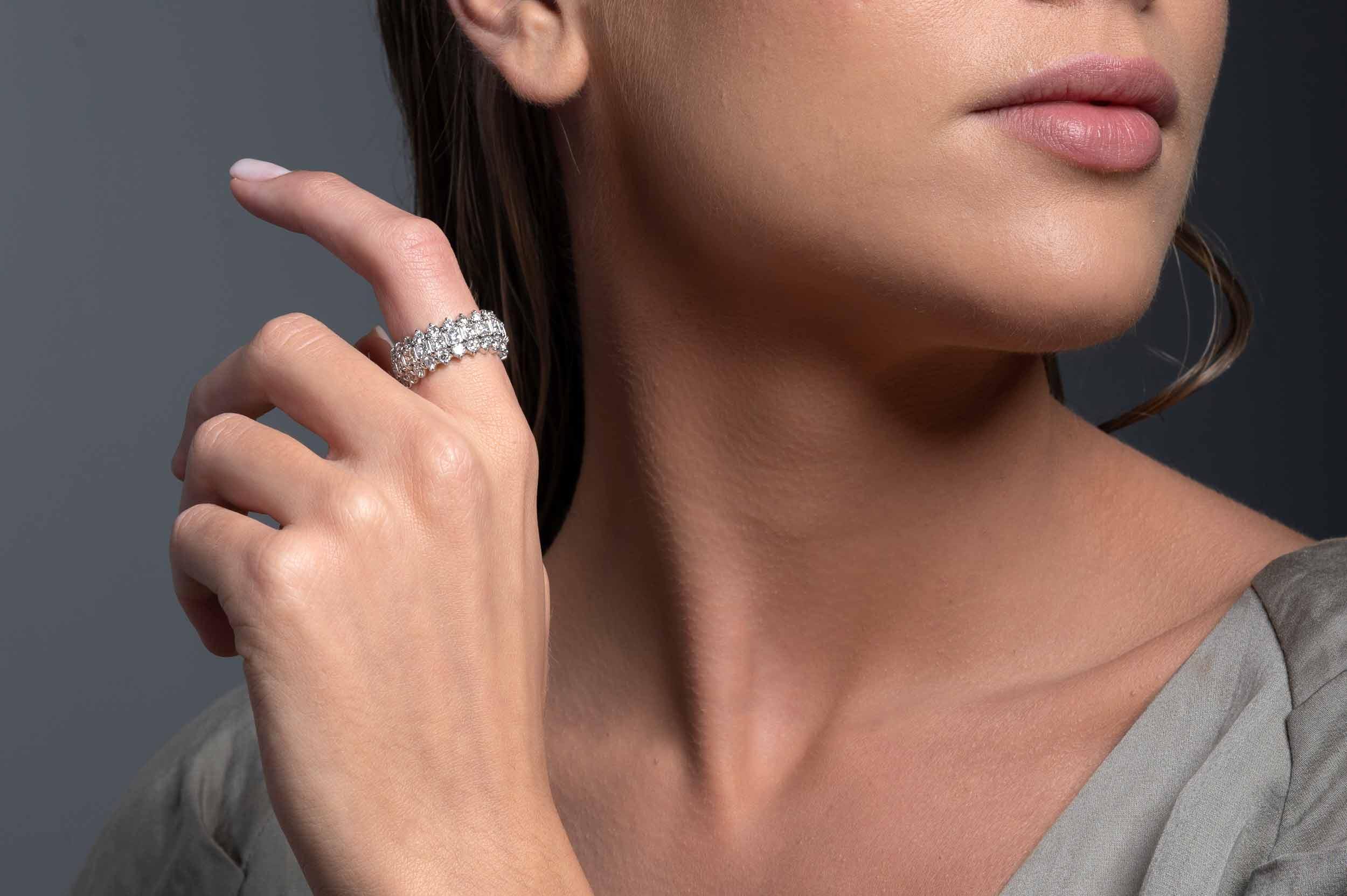 Βέρα K18 Λευκόχρυση Με Βαγκέτες Διαμάντια