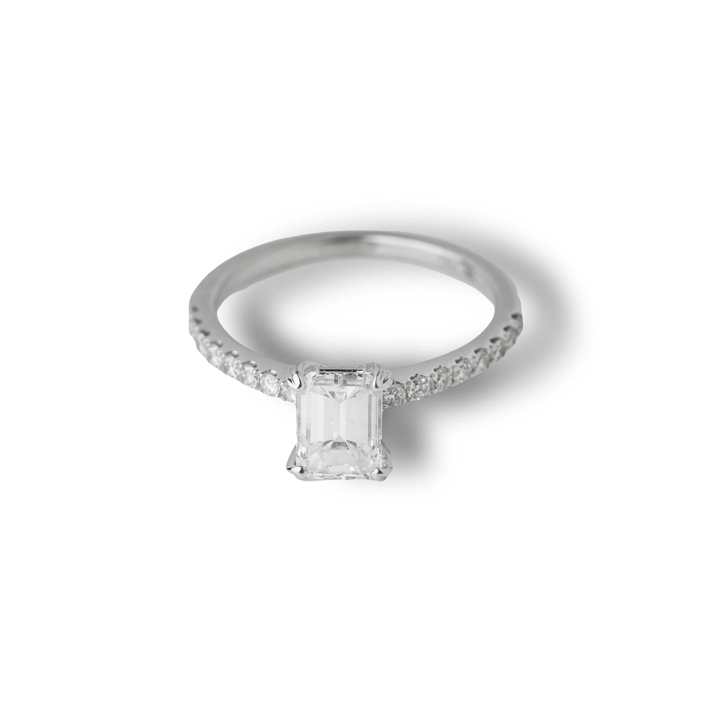 Μονόπετρο δαχτυλίδι Κ18 λευκόχρυσο με emerald cut διαμάντι
