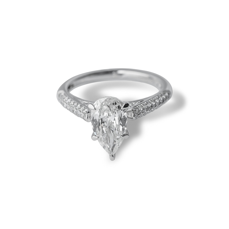 Μονόπετρο δαχτυλίδι Κ18 λευκόχρυσο με pear cut διαμάντι