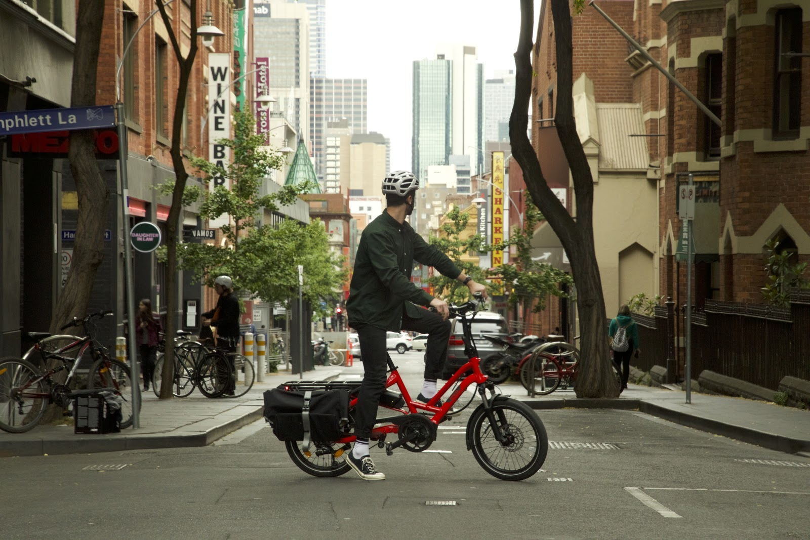 commuter in Melbourne CBD on the Tern HSD