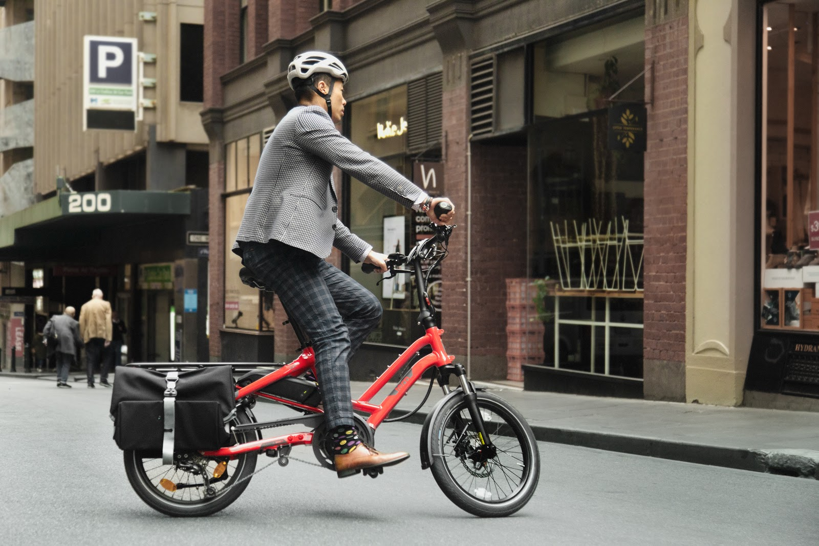 Commuter in Melbourne on the Tern HSD