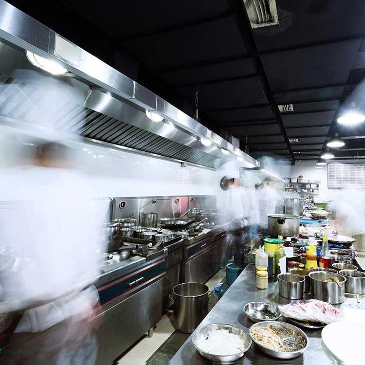 Personale a lavoro in Dark Kitchen