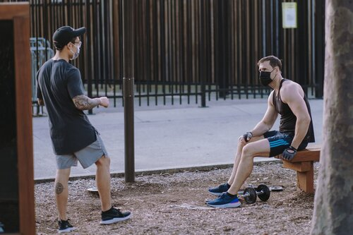 men-doing-outdoor-workouts-4019406.jpg