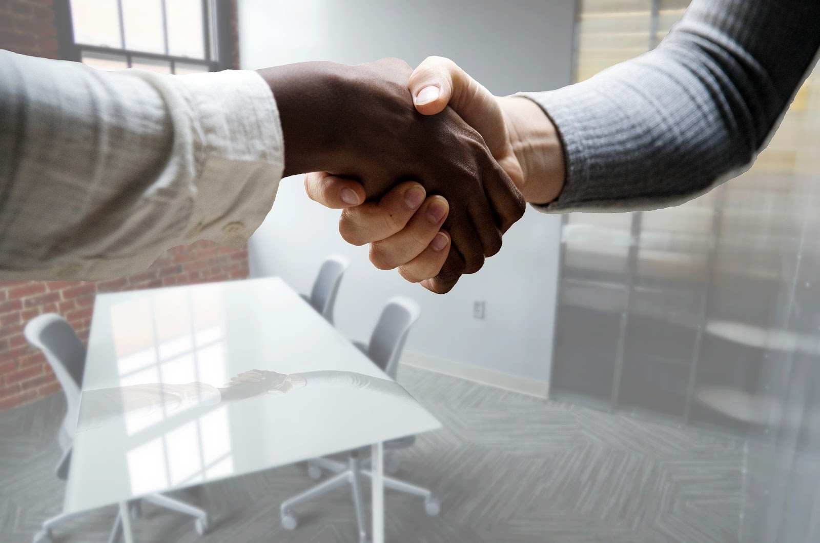 Types of interview questions: Two people shake hands