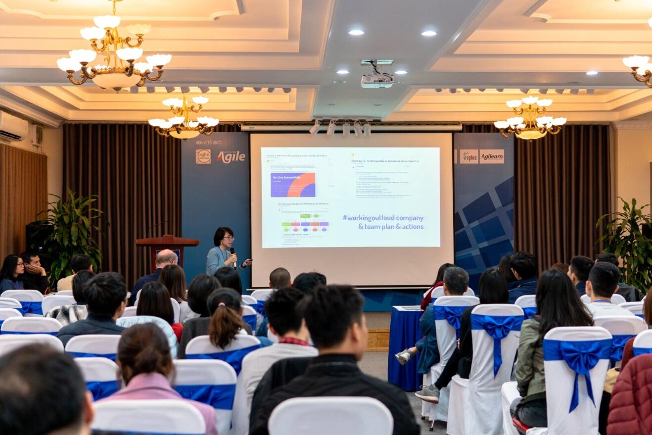 Tác giả Jasmine trong thuyết trình trong sự kiện Vietnam Agile Conference 2019 - Hà Nội